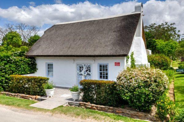 01_Greyton Small House Front 1